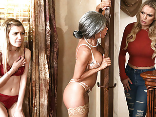 Stepmom Finds The Way To Her Ex StepDaughter fingering lesbian milf video