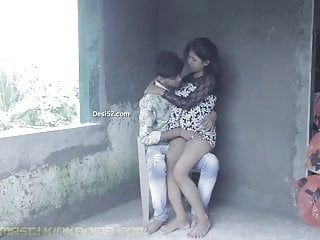 DESI SNEHA & RAJ KISSING N SUCKING outdoor blowjob nipples teen video