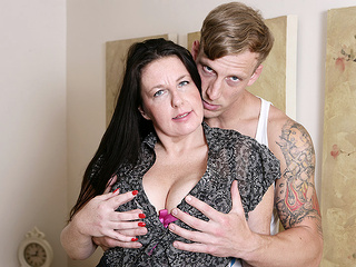 Horny British Housewife Fucking Her Toy Boy - MatureNL big ass big tits dutch video